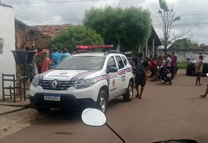 Polícia no local do crime (foto: reprodução)
